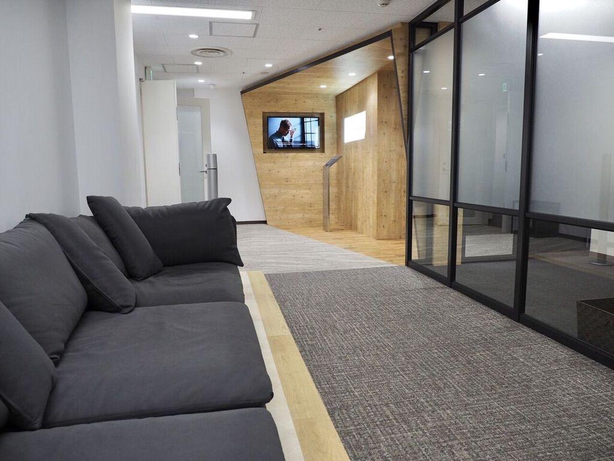 PROGRIT名古屋校のソファー(待合スペース)