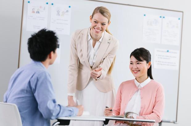 日本語・ネイティブ講師からレッスン選択が可能
