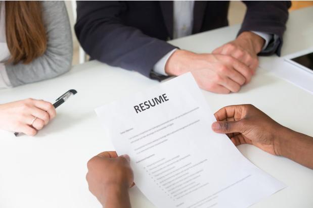 準備②:履歴書の準備や面接対策をする
