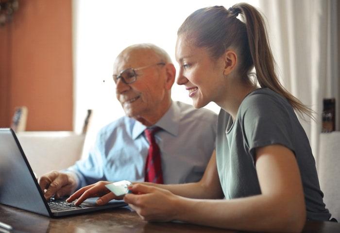 特徴2. ビジネス経験が豊富なコーチによる学習サポートを受けれる